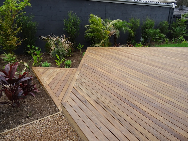 Silvertop Ash Decking Uptons Group Construction Supplies